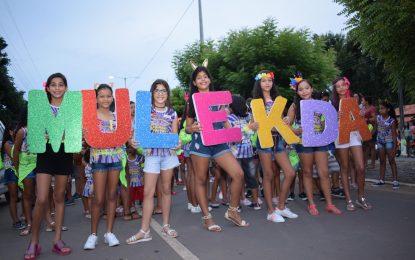 Arrastão e show de Adriana Soares marcam início do carnaval do Mulekada
