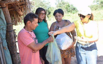 Prefeita Neidinha distribui cestas básicas na zona rural de Guadalupe