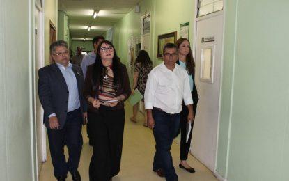 Evangelina Rosa: Falta de estrutura e atraso de salários dos terceirizados