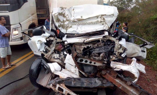 Colisão entre carreta e ambulância deixa uma pessoa morta em Bertolínia