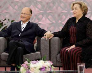 Governo concede passaporte diplomático a Edir Macedo e esposa