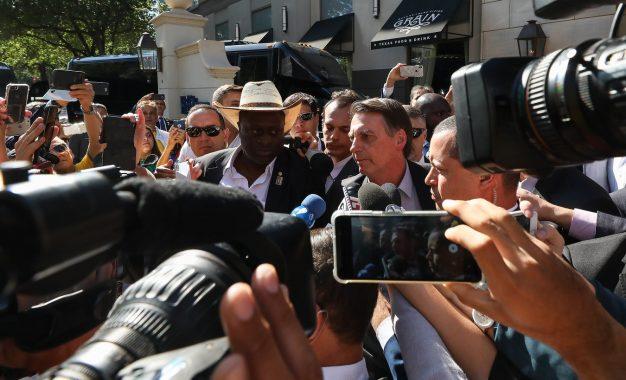 """Bolsonaro comenta manifestações de estudantes: """"São uns idiotas"""""""