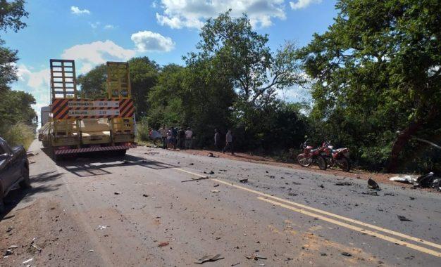 Acidente mata empresário e deixa cantor ferido na BR-135, Sul do Piauí