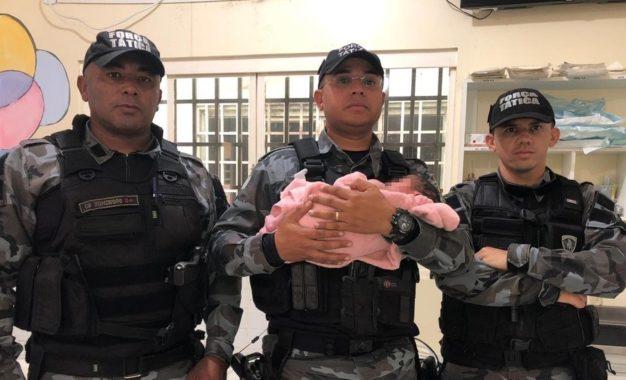 Recém-nascido é encontrado dentro de saco plástico em banheiro de bar no Piauí
