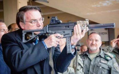 Decreto de Bolsonaro libera compra de fuzil por qualquer cidadão