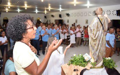 Fiéis lotam igreja na celebração do novenário de São João Batista em Guadalupe