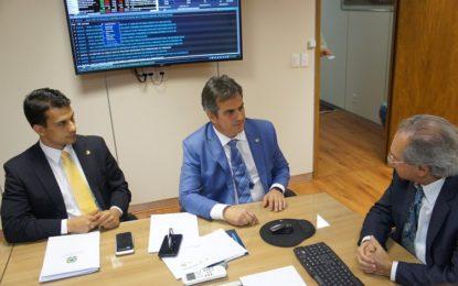 Ciro pede apoio à legalização dos jogos de azar ao Ministro da Economia