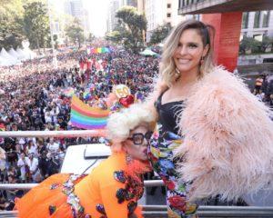 Parada do Orgulho LGBT reúne milhares de simpatizantes na Avenida Paulista