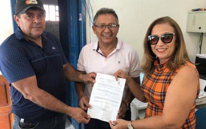Prefeita de Guadalupe dá posse ao novo chefe do escritório da Agespisa
