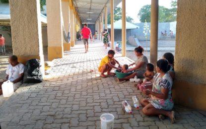 Venezuelanos são transferidos para Centro Social e aprovam novo abrigo