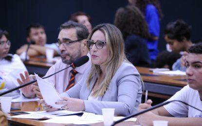 Projeto da deputada Rejane Dias visa combater índices de suicídio e automutilação