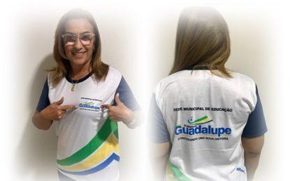 Prefeita de Guadalupe anuncia que alunos da rede municipal receberão camisa de farda