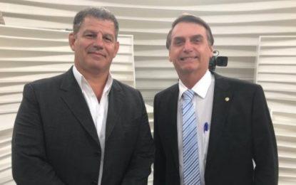 Ex-ministro diz que Bolsonaro atira nos seus soldados pelas costas