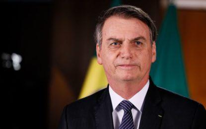 Bolsonaro assina medida para antecipar metade do 13º de aposentados e pensionistas