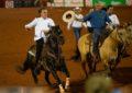 Em festa de peão, Bolsonaro assina decreto a favor de vaquejadas e rodeios