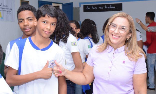 Neidinha Lima entrega fardamento para rede municipal de ensino em Guadalupe