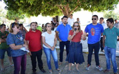 Prefeita de Guadalupe se junta à população em manifestação em frente ao prédio da Agespisa
