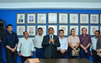 Prefeito de Floriano promove mudanças em quatro secretarias