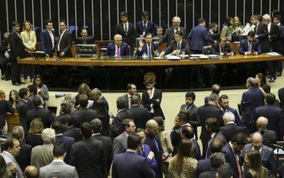 Câmara aprova texto-base da reforma da Previdência por 370 votos a 124
