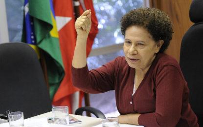 Regina Sousa assume governo com viagem de Wellington à China