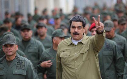 Venezuela inicia manobras militares na fronteira com a Colômbia