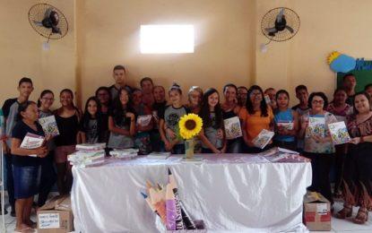 Prefeitura de Marcos Parente entrega livros para reforço escolar da Prova Brasil