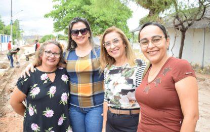 Prefeita visita início de calçamento e anuncia mais investimentos para Guadalupe