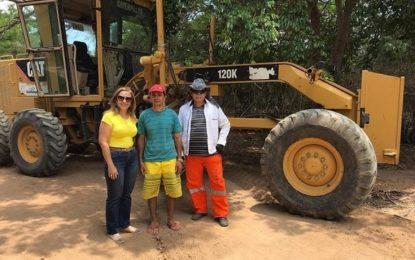 Prefeitura recupera estrada que dá acesso a localidade Vereda da Ilha
