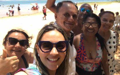 Professores de Marcos Parente ganham passeio turístico na Praia do Caju