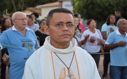 Padre Gilvan divulga a programação para o Dia de Finados em Guadalupe