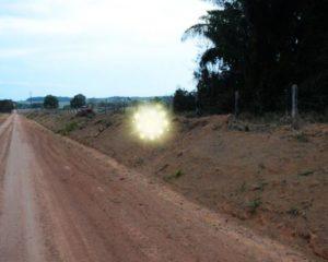 Luz misteriosa flutuando é filmada em linha do interior de Rondônia