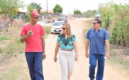 Prefeita de Guadalupe vistoria obras de melhorias sanitárias nas residências beneficiadas