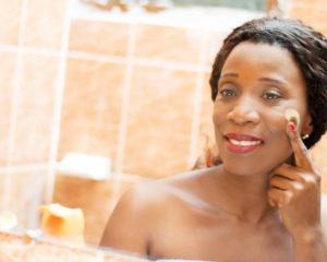 Cuidados que a mulher que passou dos 40 anos precisa ter com a pele