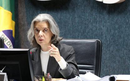 Cármen Lúcia manda TRF4 soltar presos por condenação em 2ª instância