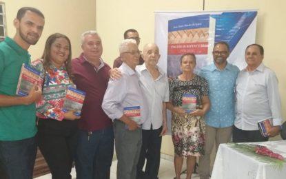 Escritor João Almir lança livro em Marcos Parente, a obra relata as raízes do município.