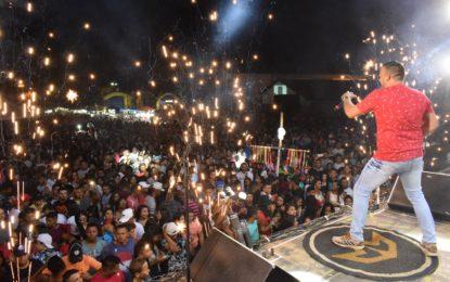 Show em praça pública comemora aniversário de 57 anos de Marcos Parente