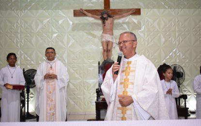 Padre Gilvan e Frei Eulálio celebram juntos a última noite dos Festejos da Padroeira de Guadalupe