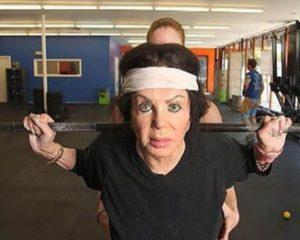 Aos 98, mãe de Sylvester Stallone faz sucesso levantando pesos