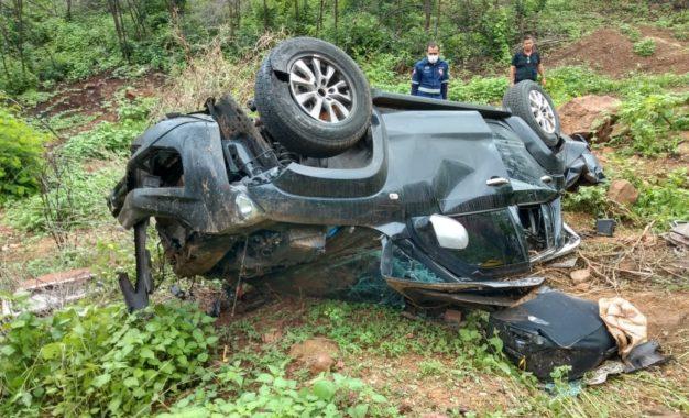 Capotamento de carro deixa três pessoas mortas da mesma família na BR-316