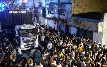 Mais de 40 mil foliões participam do arrastão em Floriano