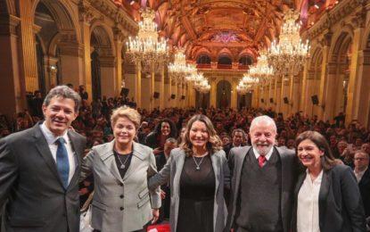Lula volta a criticar Moro ao receber título em Paris