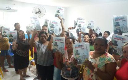 Prefeitura de Marcos Parente entrega livros de língua inglesa na Escola Alzira Fonseca