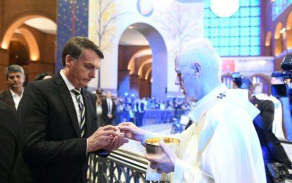 Bolsonaro baixa decreto que missas e cultos poderão funcionar