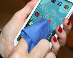 Veja como higienizar o celular e evitar a propagação do vírus