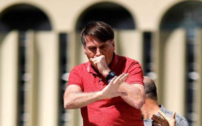 """""""E daí? Lamento. Quer que eu faça o quê?"""", diz Bolsonaro sobre mortes da Covid-19"""