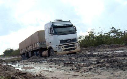 Safra percorre 500 km de rodovias ruins para escoar produção, revela Aprosoja