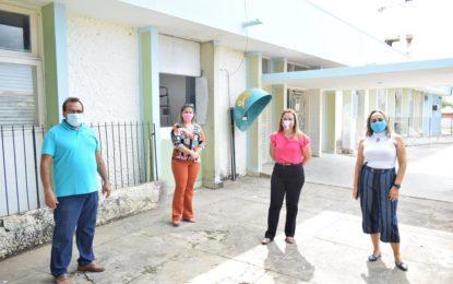 Prefeita de Guadalupe visita andamento da reforma do hospital Pedrina Silveira