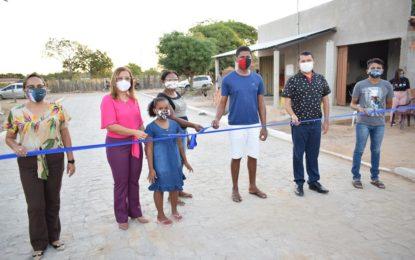 Neidinha Lima entrega calçamento da Rua Tancredo Neves no bairro Bela Vista