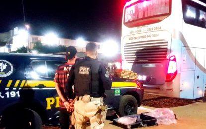 Homem é preso com 14kg de maconha dentro de ônibus em Floriano.