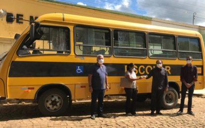 Prefeitura de Marcos Parente compra ônibus para a Educação Municipal.